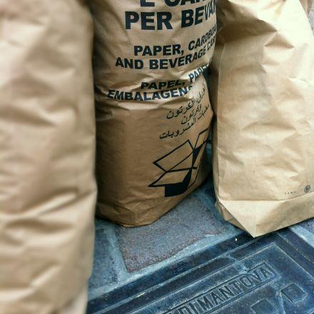 Sacchi raccolta rifiuti carta e cartone