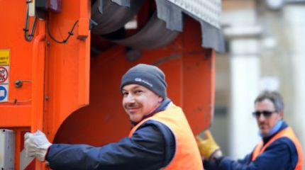 Mantova Ambiente operatori raccolta rifiuti